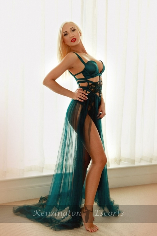 Kaya - Kensington Escorts