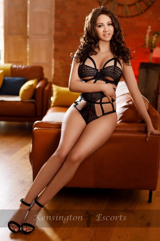Bella - Kensington Escorts